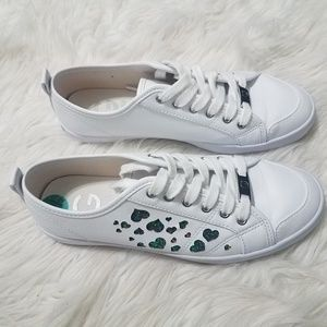G By Guess White Heart Detail Sneakers Sz 7.5